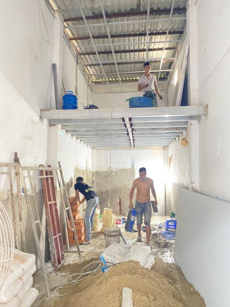 hình ảnh nhân viên đang thi công công trình